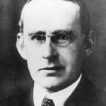 Arthur Stanley Eddington (1882-1944), astrofísico británico.