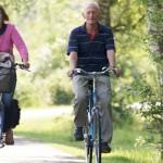 Hacer ejercicio es importante para fortalecer el hueso y el tejido de las articulaciones.