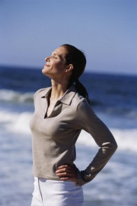 El ejercicio moderado al aire libre y acompañado de una respiración adecuada ayuda a alcalinizar el organismo.