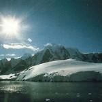 J. T. Wilson (1908-1993) propuso los fenómenos térmicos como la causa del desplazamiento de las placas continentales.
