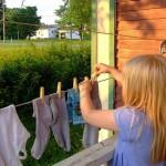 Es bueno que los padres permitan a sus hijos asumir responsabilidades en la casa y con respecto a la familia, que se valore y se agradezca su contribución al funcionamiento del hogar.