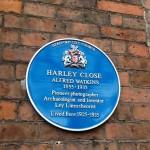 Una placa conmemorativa marca la casa de Watkins en Hereford.