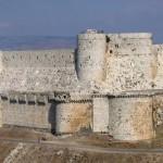 Esta fortaleza, considerada inexpugnable, controlaba el paso desde el interior de Siria a la costa de Líbano y estuvo bajo el mando de los Caballeros Hospitalarios hasta 1271.