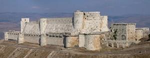 Crac de los Caballeros. Esta fortaleza controlaba el paso desde el interior de Siria a la costa de Líbano y estuvo bajo el mando de los Caballeros Hospitalarios hasta 1271.