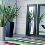 Los espejos no deben estar frente a puertas y ventanas ya que reflejan la energía impidiendo que fluya.