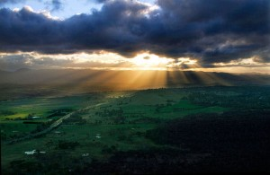 Un espectáculo tan grandioso y lleno de belleza como es el crepúsculo ha inspirado el alma sensible de los poetas.