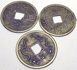 Monedas que se emplean en el método chino de adivinación del futuro I Ching.