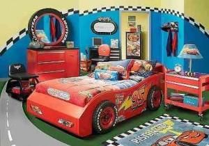 Si nos vemos en la tesitura de variar la decoración de una habitación infantil, a partir de los dos años es interesante involucrar al niño en la elección de la temática.