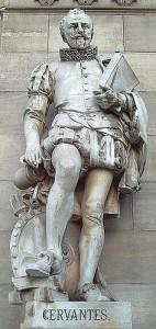 Estatua de Miguel de Cervantes en la Biblioteca Nacional de España.