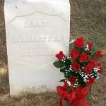 Tumba de James N. Sutton en el centenario (2007) de su muerte.