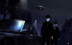 Aunque en ocasiones aparecen solos, generalmente viajan en grupos de tres. Casi todos tienen en común su sombría vestimenta de traje negro desalentadoramente limpio.