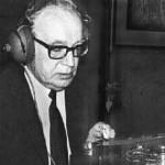 Raudive (1909-1974) fue un escritor, filósofo y psicólogo discípulo de C. G. Jung. Conocido por sus contribuciones en parapsicología, dedicó nueve años a grabar y analizar los sonidos contenidos en decenas de miles de cintas.