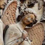 Ángel de la sonrisa, catedral de Reims, siglo XIII. Gótico primitivo.