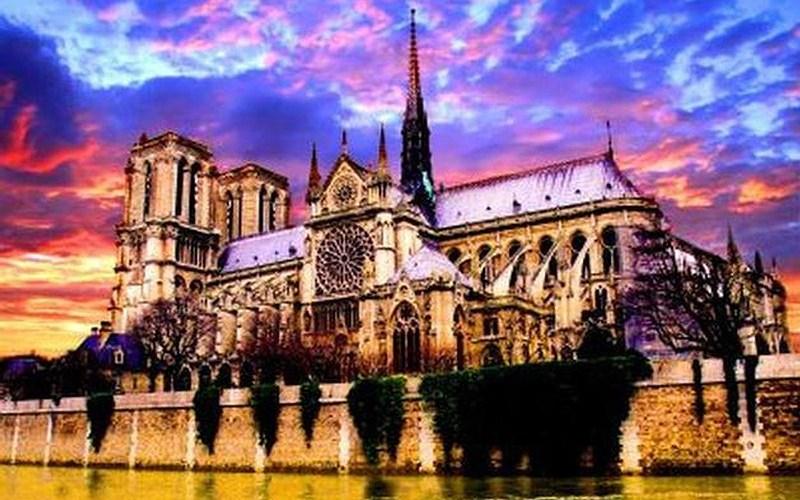 Características generales de la pintura, escultura y arquitectura gótica.