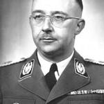 Heinrich Luitpold Himmler (1900-1945) fue un oficial de alto rango y una de las personas más poderosas en la Alemania nazi, y también uno de los principales responsables del Holocausto y de otros muchos crímenes.