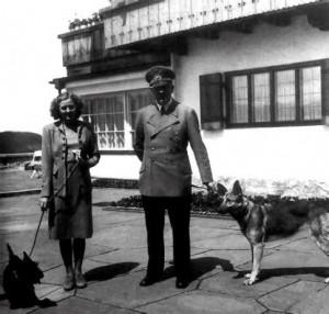 Eva Braun y Adolf Hitler.