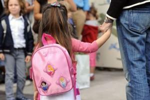 Es bueno que los padres participen del proceso de reincorporación a las aulas tras el periodo veraniego acompañando a sus hijos al colegio por lo menos durante la primera semana.
