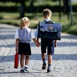 Aparte de a los horarios, en su retorno a la escuela, el niño puede que tenga que enfrentarse también a otros cambios: nuevos profesores, materias, compañeros, o incluso nuevo colegio.