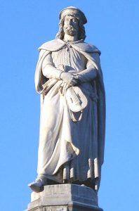 Estatua de Walther von der Vogelweide, se le considera el más importante poeta en alemán de la Edad Media.