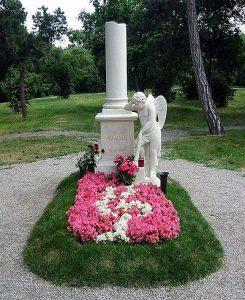 Tumba de Mozart en el cementerio de St. Marx en Viena.