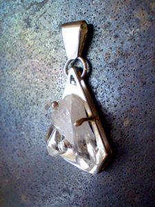 Colgante de cristal de cuarzo.