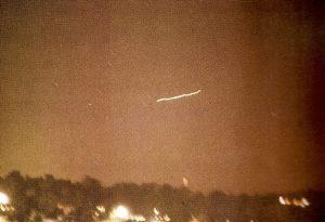 Luz vista desde Piedmont (Missouri) que sobrevoló la zona durante media hora antes de alejarse velozmente.