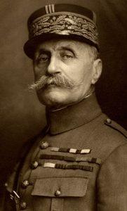 """""""Únicamente los aficionados piensan que los tanques y los aviones pueden ganar una guerra"""" (Ferdinand Foch)."""