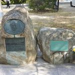 Monumento a Norman Cousins en el Parque conmemorativo de la Paz de Hiroshima por su contribución al bienestar de los afectados por la guerra. Cousins colaboró en el bienestar financiero de los huérfanos de la bomba atómica y trabajó activamente para que supervivientes con quemaduras recibieran tratamiento quirúrgico en los Estados Unidos. Por todo ello, recibiría el título de Ciudadano honorario especial de Hiroshima.