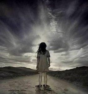 El hombre se vuelve él mismo problemático cuando se siente solo en el mundo, perdido en el universo.