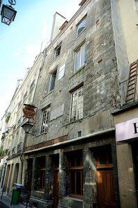 Casa de Nicolas Flamel, una de las más antiguas de París, Francia.
