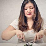 Uno puede hacer desde una huelga de hambre hasta cualquier dieta estrambótica, monótona o aburrida que seguro se adelgaza y perdemos unos kilos por algún tiempo, pero esa no es la solución al sobrepeso.