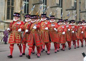 Beefeaters, guardianes ceremoniales de la Torre de Londres y una de sus principales atracciones.