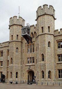 Recinto de la Torre de Londres en donde se encuentran las joyas de la Corona británica.