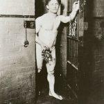 Aunque sus secretos permanecieron bien guardados, se cree por los libros que publicó, por su colección personal de artilugios y por los análisis de los estudiosos de su carrera, que en general realizaba sus proezas sin ayuda de personas allegadas a él, principalmente ocultando ganzúas, llaves y otras herramientas en los orificios de su cuerpo, quizá tragándoselas y regurgitándolas. Su biografía cuenta que en el circo, de un tragasables japonés aprendió a engullir cualquier cosa -incluyendo animales vivos- y a regurgitarlas. Otros maestros fueron faquires, tahúres, saltimbanquis... En realidad, muchos de sus trucos tenían que ver no con un engaño sino con días, meses y años de entrenamiento para realizar operaciones muy veloces.