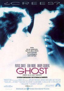 'Ghost' ganó dos Óscar: a la mejor actriz de reparto (Whoopi Goldberg) y al mejor guion original, y fue nominada a otros tres: a la mejor película, a la mejor música y al mejor montaje.