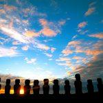 Los moáis son el principal atractivo turístico de Rapa Nui, cuyos habitantes viven del turismo y la pesca.