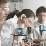 Comprender los conceptos básicos de química es importante para casi todas las profesiones, pues la química es parte de todo en nuestras vidas.