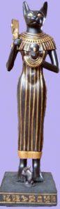 Bast, diosa de la mitología egipcia cuya misión era proteger el hogar. Simboliza la alegría de vivir y el amor, pues era considerada la deidad de la armonía, la felicidad y protección.