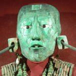 Máscara funeraria de jade del rey K'inich Janaab' Pakal, gobernante del señorío maya de B'aakal, cuya sede era la ahora conocida como zona arqueológica de Palenque.
