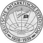 El sello de la expedición antártica alemana de 1938-39 que contó con treinta y tres miembros, además de la tripulación del Schwabenland, compuesta por veinticuatro personas más.