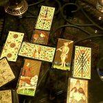 """El nombre de tarot Visconti-Sforza se usa de manera genérica para referirse a varios conjuntos incompletos de aproximadamente quince cartas o tarjetas que datan de mitad del siglo XV, ahora localizados en varios museos, bibliotecas y colecciones privadas alrededor del mundo. Ningún mazo completo ha sobrevivido; más bien, algunas colecciones presumen unas cuantas cartas o tarjetas de figuras, mientras que otras constan de una sola carta o tarjeta. Son los más antiguos mazos supervivientes de tarot y datan del periodo inicial cuando el tarot era todavía llamado 'trionfi' (""""triunfos""""), y se utilizaba para el juego cotidiano. Tuvieron un impacto significativo en la composición visual, numeración e interpretación de los modernos mazos de cartas."""