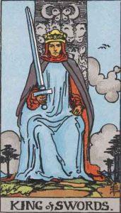 Rey de espadas según el simbolismo de Rider-Waite.