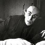 'Nosferatu: Una sinfonía del horror' es una película muda de 1922, dirigida por Friedrich Wilhelm Murnau y primera relacionada con la historia original de Bram Stoker.