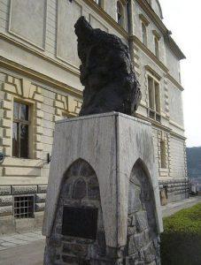 Busto de Drácula, cuya figura ha sido enaltecida y solemnizada y es muestra de orgullo en su país.