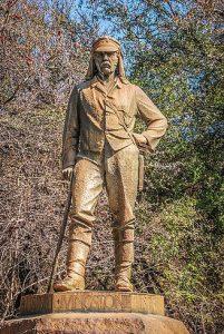 Monumento al médico, explorador y misionero británico David Livingstone (1813-1873) en las cataratas Victoria, Zimbabue.