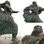 Estatuade Brandán en el puerto de Fenit (Irlanda). En sus días la gentede mar rara vez se aventuraba lejos de las costas seguras, es por ello que es considerado el patrón de los marinos. Su fiesta se celebra el 16 de mayo por católicos romanos, anglicanos y cristianos ortodoxos.